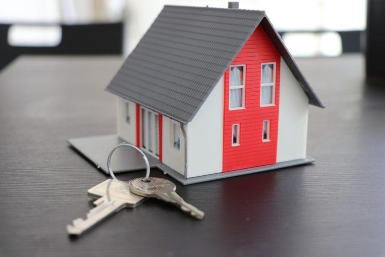 Rubrik Verkauf mit Haus und Schlüssel von IsarImmobilien Florian Schmidlkofer Wörth an der Isar