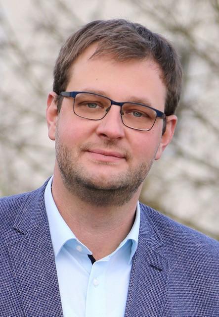 Portrait Foto von Florian Schmidlkofer Immobilienmakler IsarImmobilien Wörth an der Isar